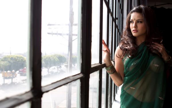 Sunny Leone Hot Twitter Pics