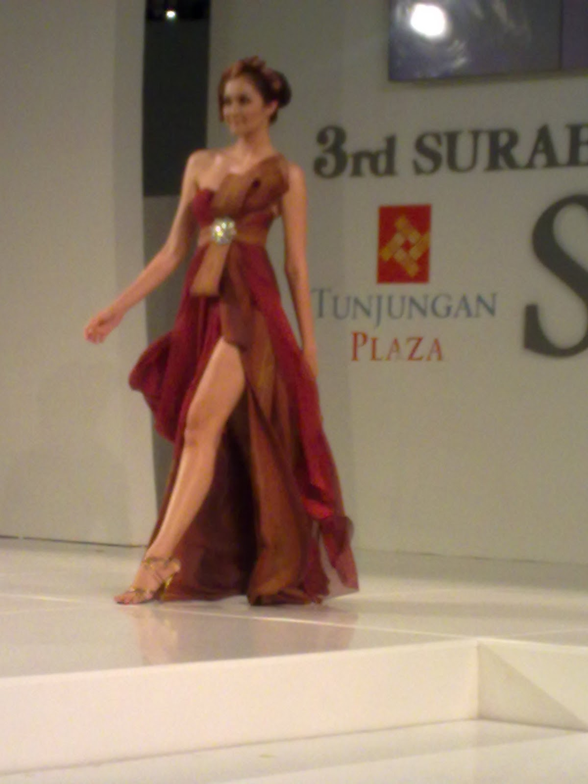 modern kebaya dress in celebration of the trend model 2011.