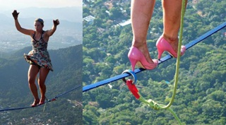 Aksi Nekat Wanita Jalan di Atas Tali dengan Sepatu Hak Tinggi