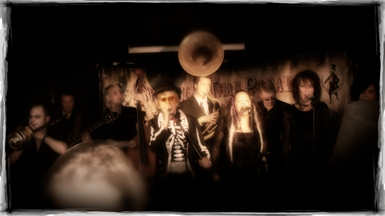 Rattlin bone: voodoo swamp jazz/blues band from London, UK played in E105 of ArenaCast