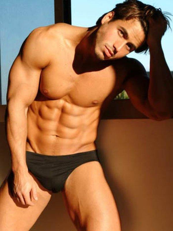 hombre gay sexy fuerte: