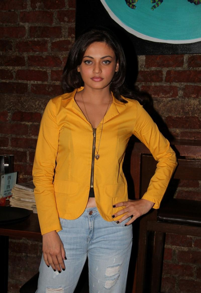 Sneha Ullal Looks Sexy In Ripped Jeans And Yellow Top At Upcoming Film ' Bezubaan Ishq' Press Meet In Mumbai