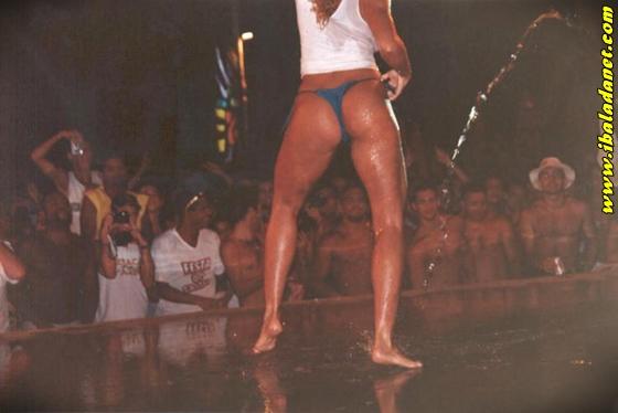 005 Flagras, Gostosas e safadas sem roupa no baile funk (fotos e vídeo)