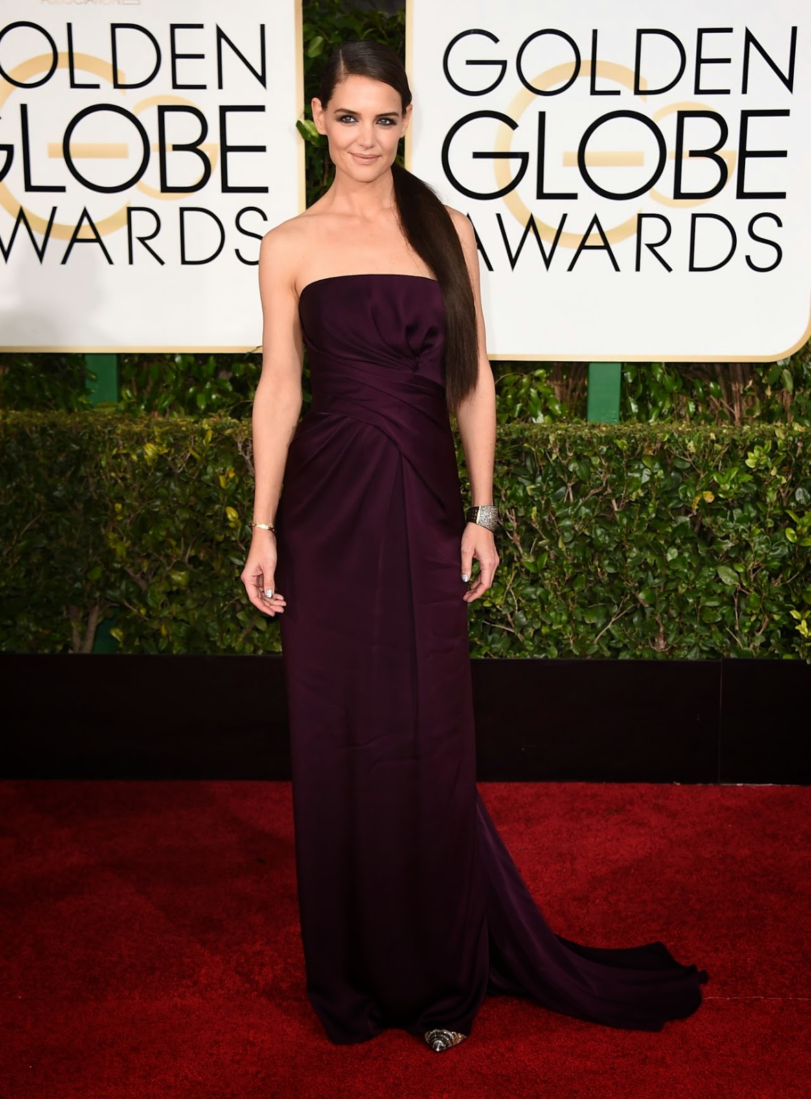 Katie Holmes stuns in a strapless violet gown at the 2015 Golden Globe Awards