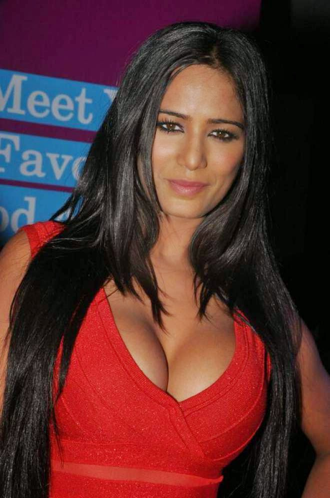 poonam pandey latest cleavage spicy stills