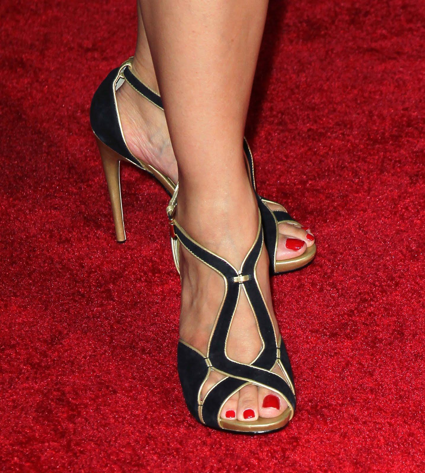 http://4.bp.blogspot.com/-vXvkNGLVvVY/UJZjrV3udzI/AAAAAAAAAoA/9Y30-gOschA/s1600/Ming-Na_Feet_001.JPG