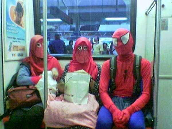 spiderman naik kereta ap