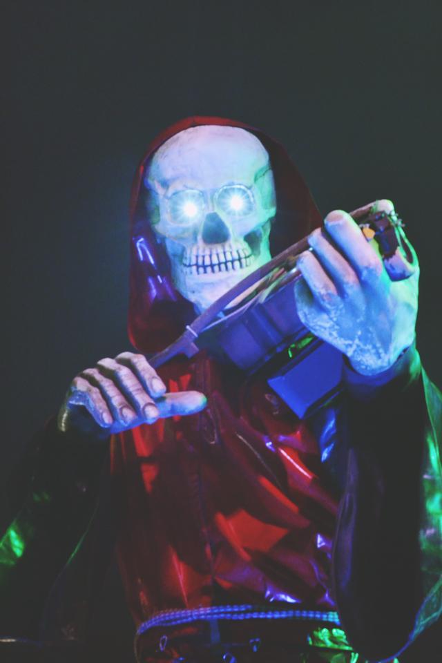 Glowing eyes skeleton