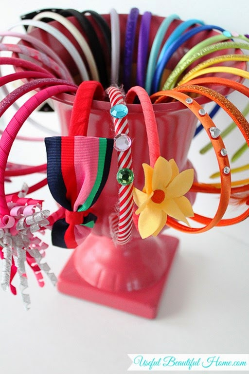 Organizador diademas con un jarrón