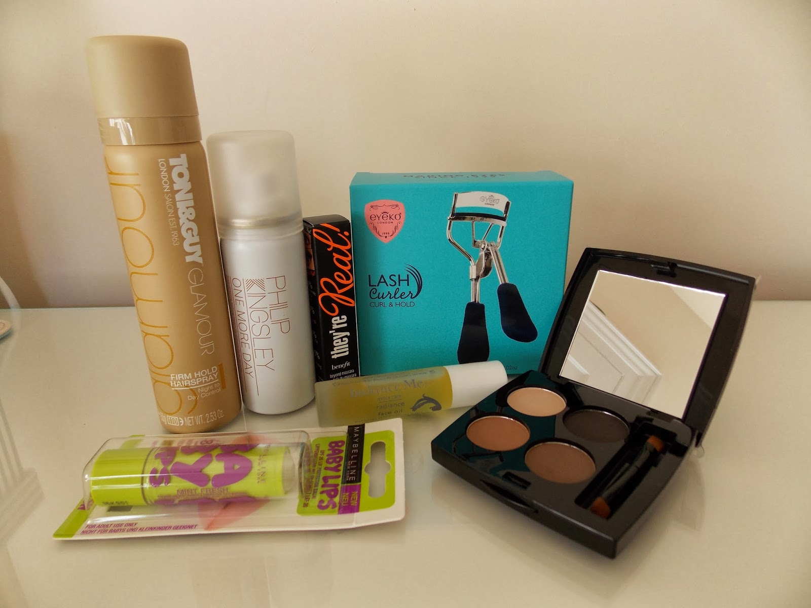Latest in Beauty: Glamour Beauty Edit - the contents out of the box
