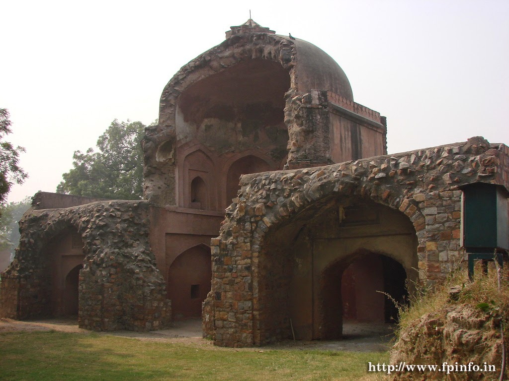 Salimgarh Fort - Wikipedia