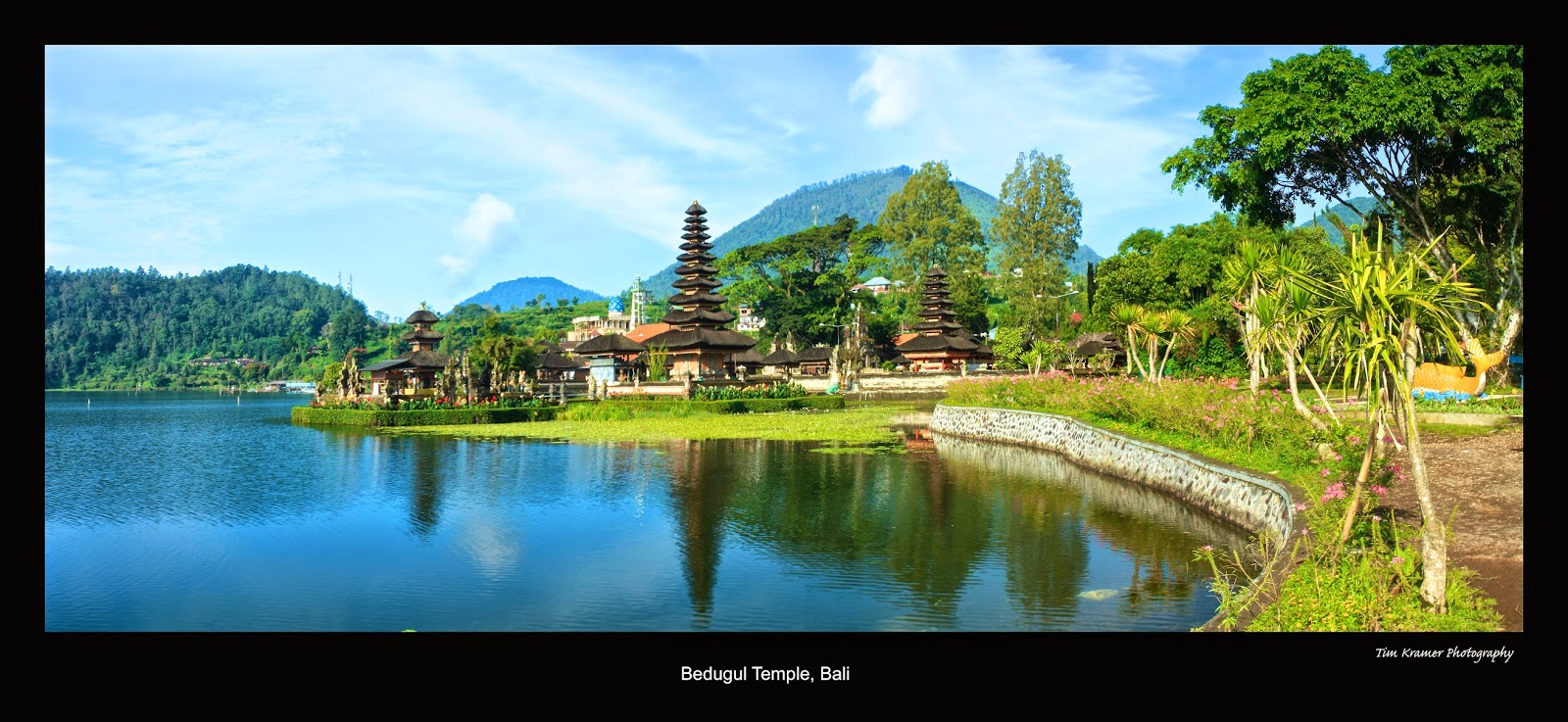 We left nice and early to go to Bedugul Temple. We got there nice and early  before all the tourists arrived so I pretty much had the place to myself  (and ...