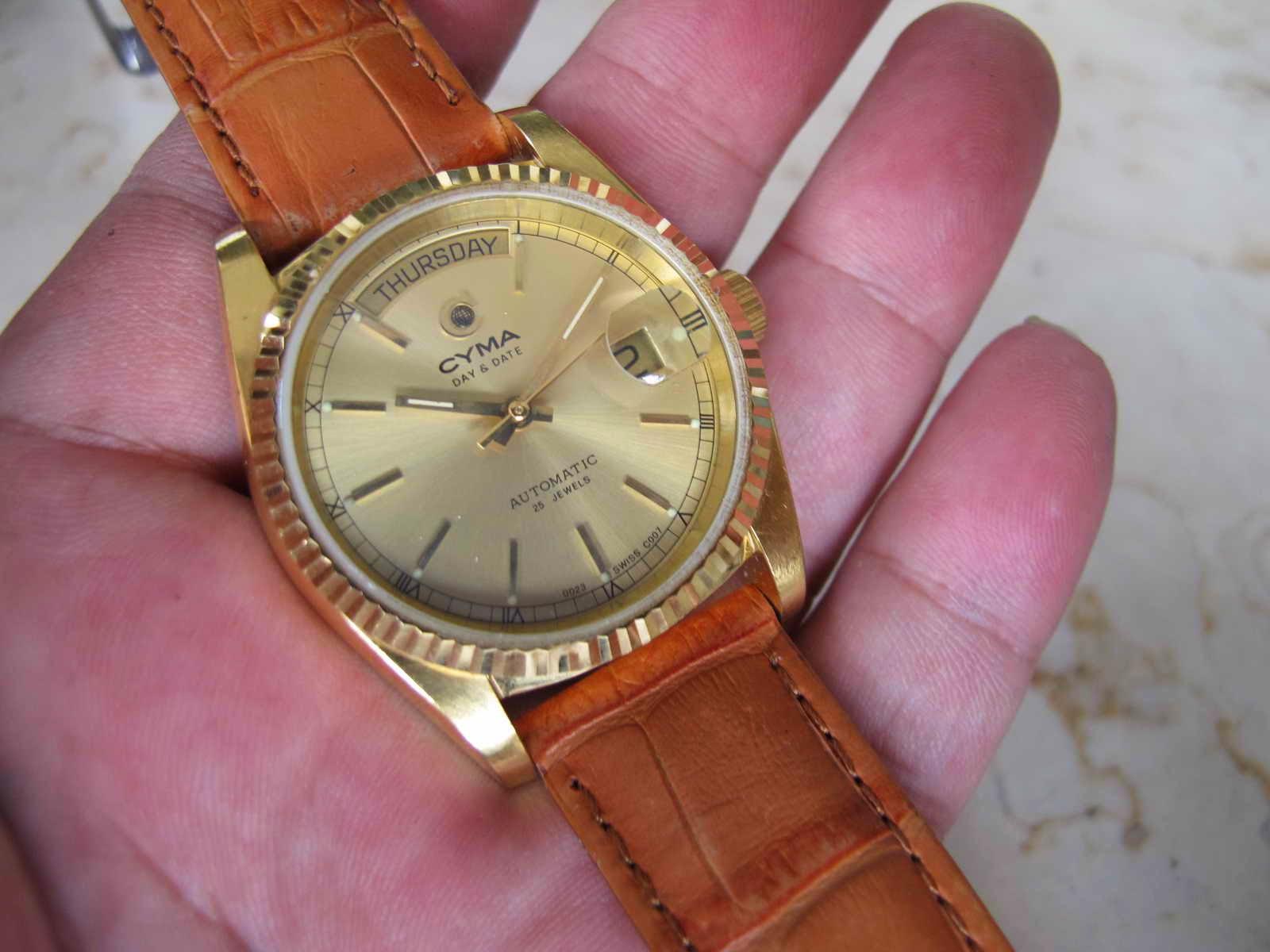 Case back ada bagian yang terkelupas tidak terlihat dan tidak mengurangi performa jam CYMA ini Cocok untuk Anda yang sedang mencari jam tangan