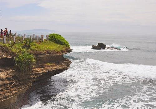 Mitos Serta Keindahan Pantai Batu Hiu Pangandaran