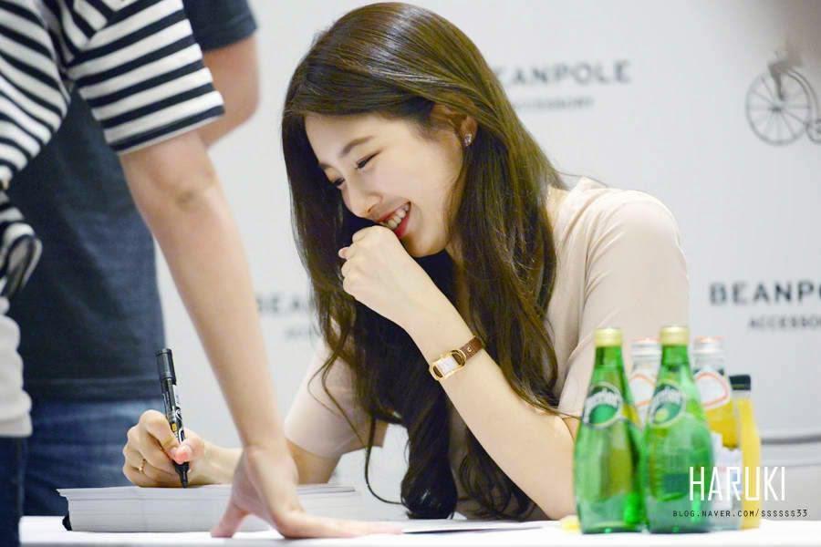 Cute Korean Girl BAE SUZY Bean Pole Fansign
