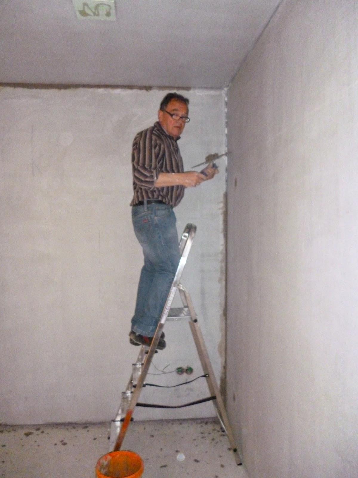 Unser generation 5 0 weberhaus mit pultdach malerarbeiten for Billige fliesen keller