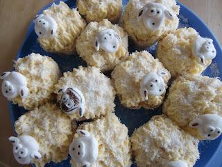 http://cecilecupcakecafe.blogspot.de/2013/07/schafchen-cupcakes-kokos-buttermilch.html