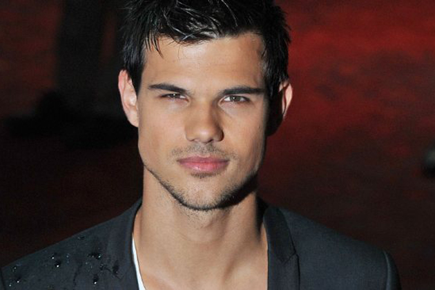 Taylor LautnerTaylor Lautner In The Water
