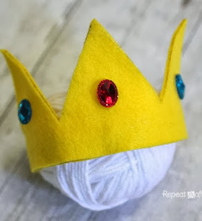 http://translate.googleusercontent.com/translate_c?depth=1&hl=es&rurl=translate.google.es&sl=en&tl=es&u=http://www.repeatcrafterme.com/2013/10/no-sew-felt-princess-peach-crown.html&usg=ALkJrhgu0Bz3S1lbAn2KGy88Lt9U9gWnyA