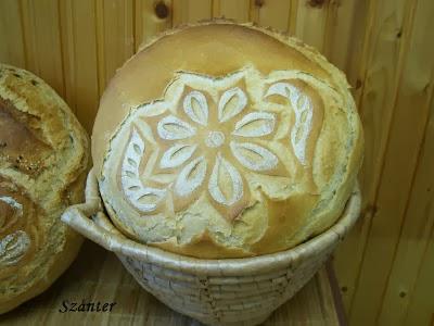 Virágmintás kenyér.