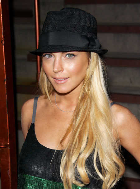 lindsay lohan hat hairstyle long blonde hair