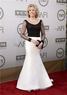 Jane Fonda, vestido blanco y negro by Vera Wang. Premios AFI 2014.