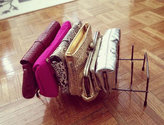 Organização de bolsas em suportes