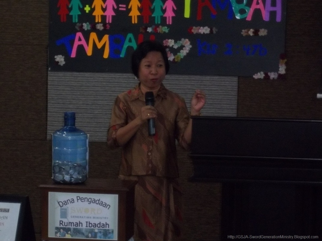 Ibu Wiwin Harnas Wanita GSJA Sword 2011