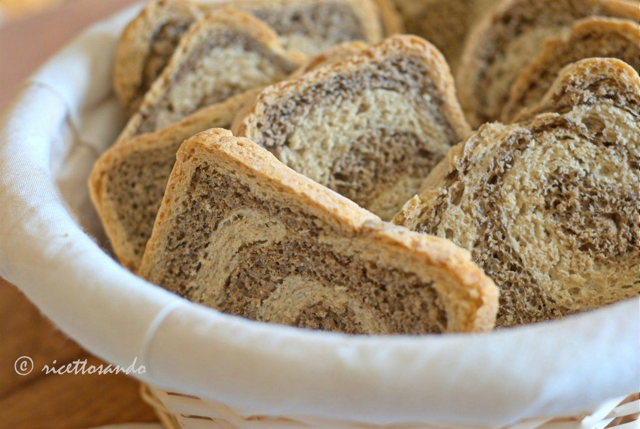 Fette biscottate variegate di orzo e grano saraceno