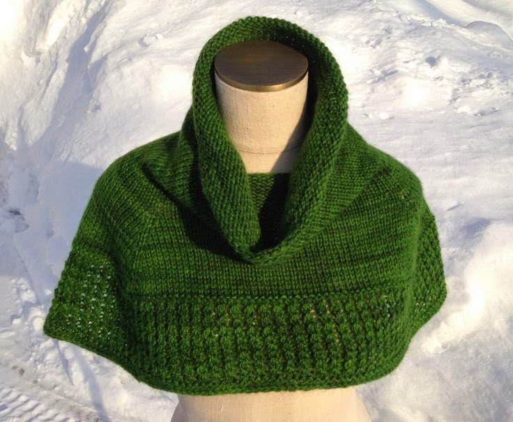 Free Knitting Patterns For Shoulder Cowls : Celtic Heart Knitting and Quilting: Kelly Green Shoulder Cowl