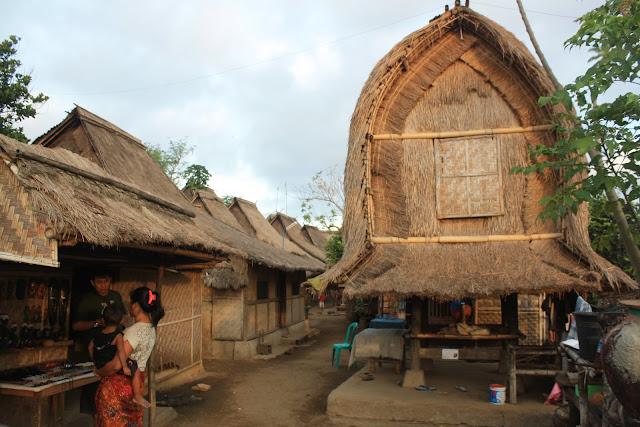 tempat wisata desa sade suku sasak