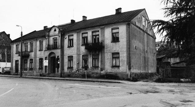 Końskie ul. Starowarszawska 5 (dawniej ulica Nowy Świat). Budynek byłej szkoły wyznaniowej Talmud-Tora. Fot. KW