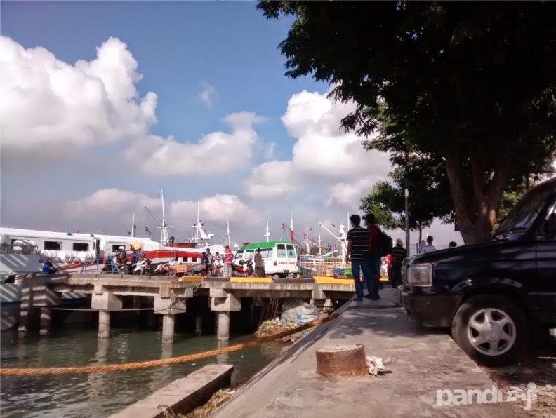 Pelabuhan di Gresik