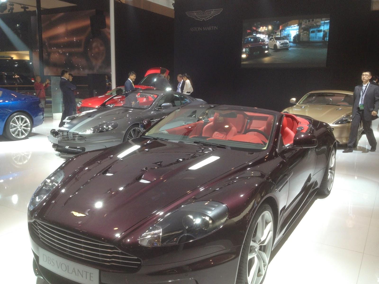 ... trình làng [Aston Martin DBS Volante - Dragon 88 Limited Edition
