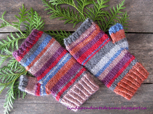 Fingerless Gloves Knitting Pattern For Toddlers : lindapendante dreams: Childrens Fingerless Gloves