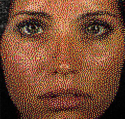 Potret yang dibuat dari pin tekan