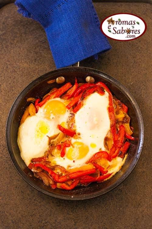 Ovos com pimentões