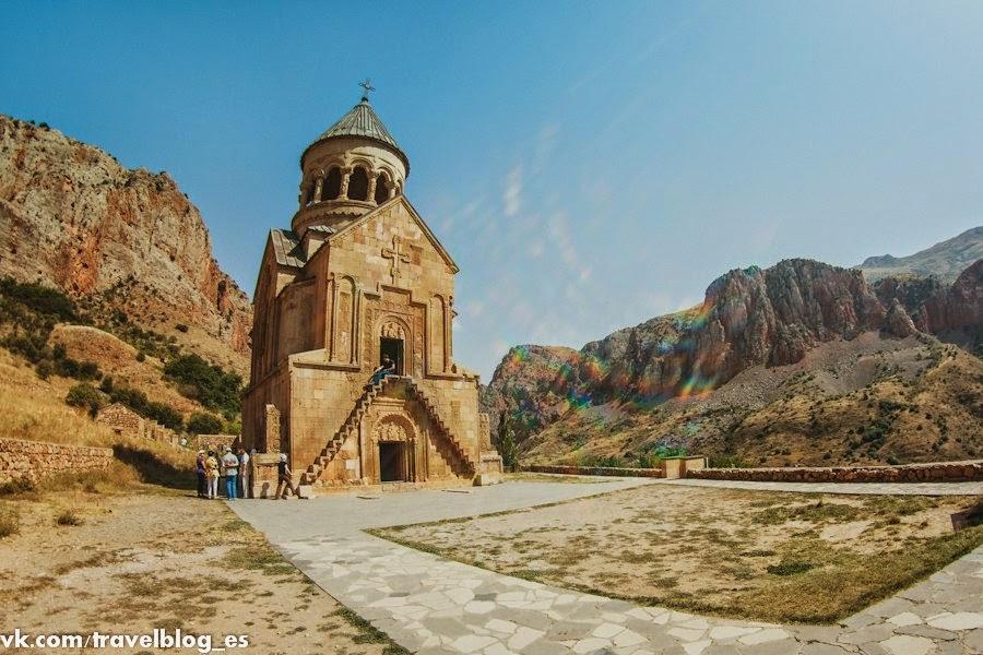 Монастырь Нораванк – автостопом по Армении