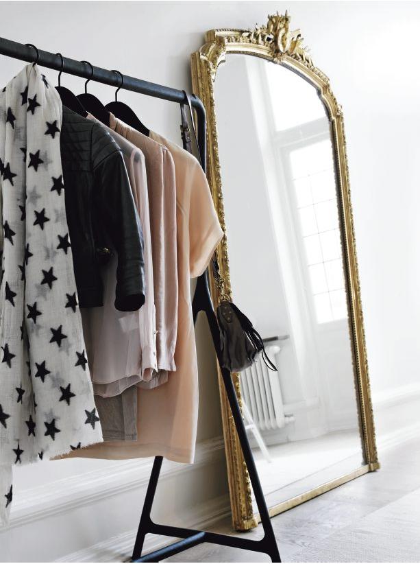 Clothes on open racks t a n y e s h a - Grand miroir a poser au sol ...