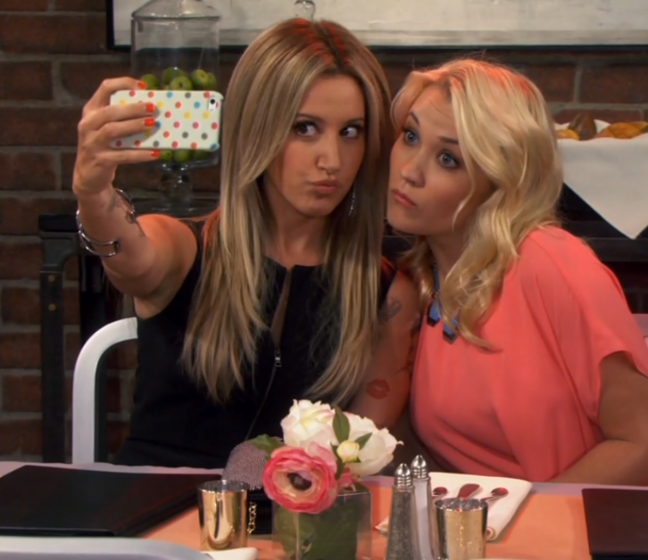 "Young & Hungry – Young & Lesbian – Review:  ""Silly Shenanigans with a side of Store d'oeuvres."""