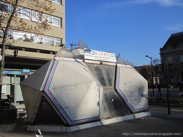 Ivry-sur-Seine - Kiosques Lénine et Raspail.  Architecte: Renée Gailhoustet  Construction: 1968-1970
