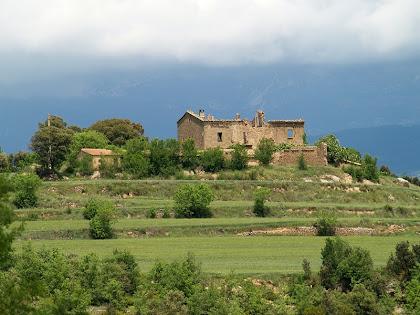 La masia de Viladebages des del Clot del Reguer