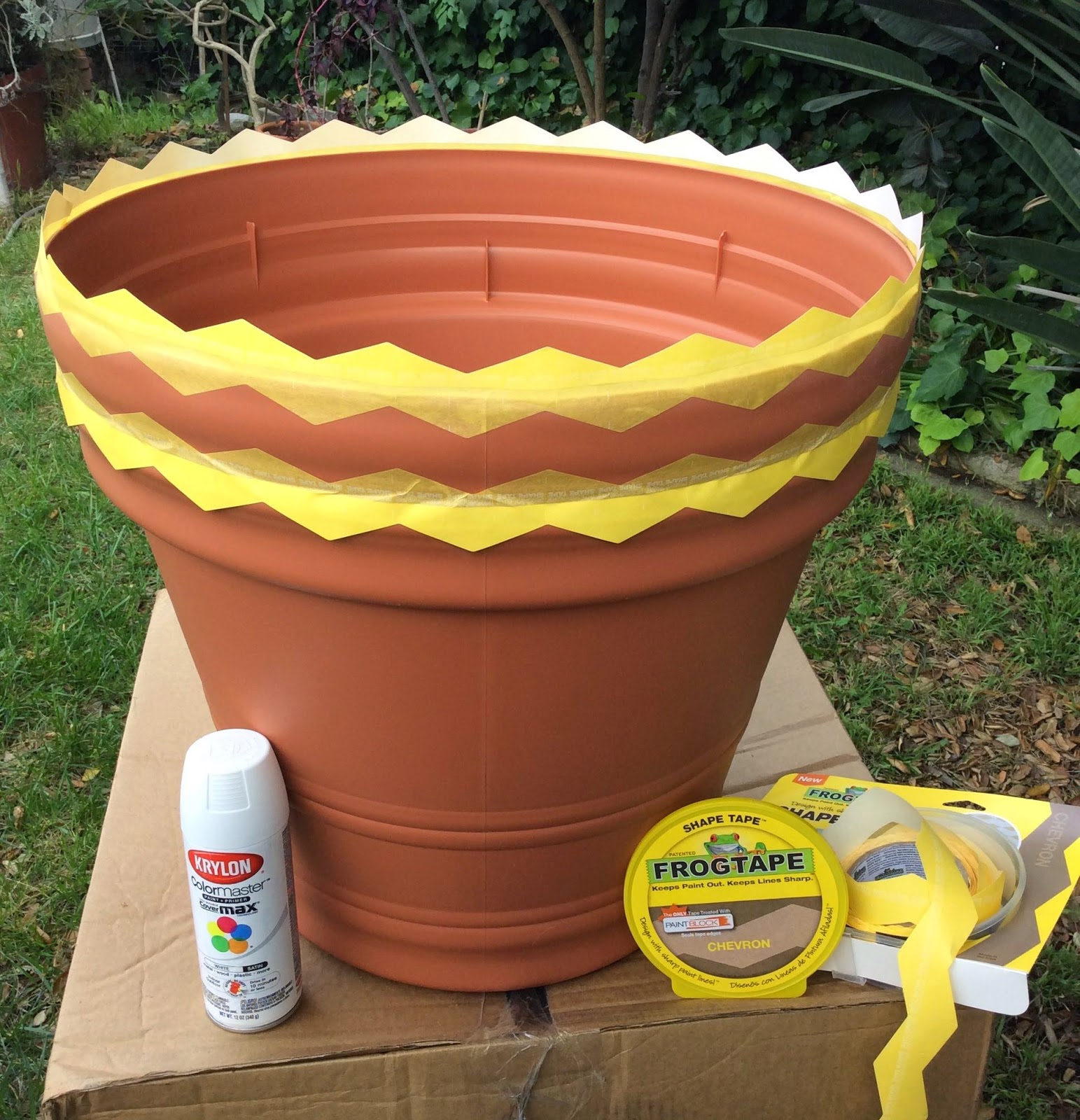 how to paint kylon stripes quotes frog tape zig zag line Fiskars planters, stefanie girard