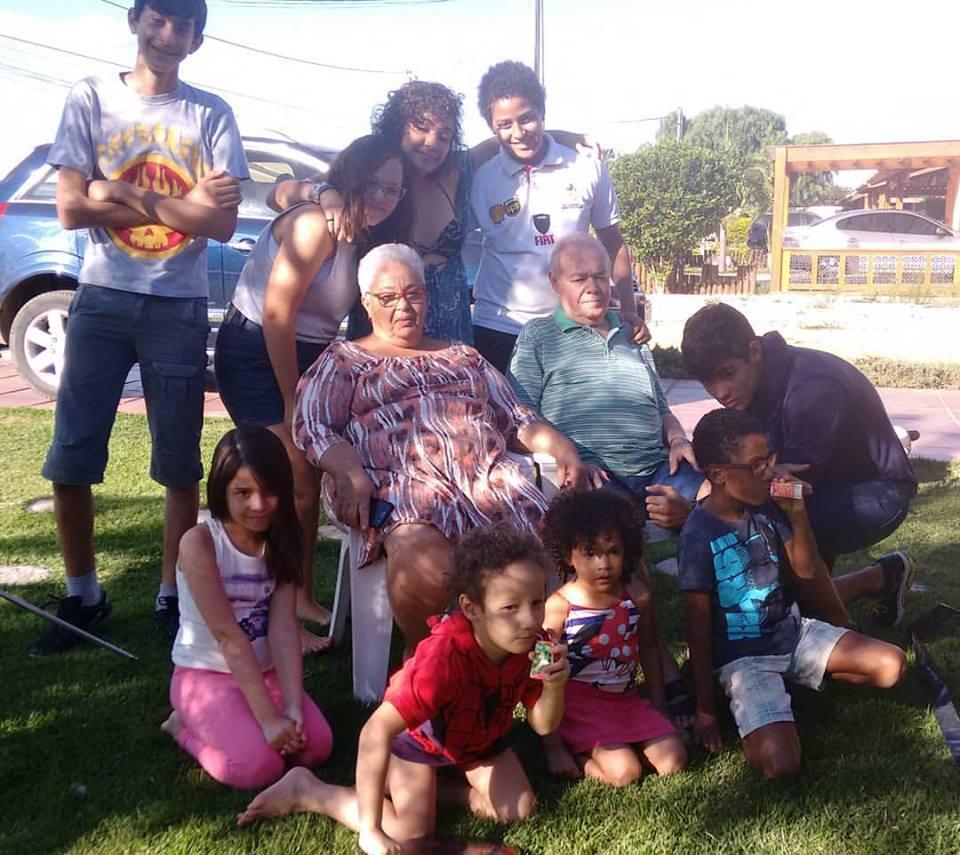 Eu e Albênio e netos... falta Bianca....