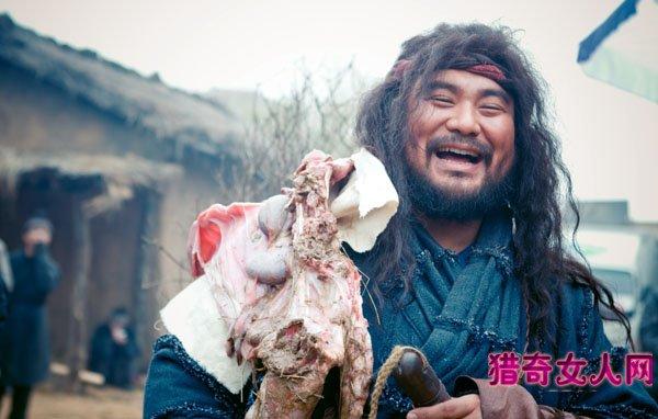 ฟานไขว้ หรือห้วนกุ๋ย (Fan Kuai, 樊噲) เดิมเป็นคนขายเนื้อสุนัข