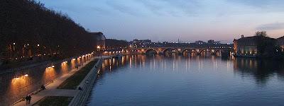 randonnée urbaine dans Toulouse le soir