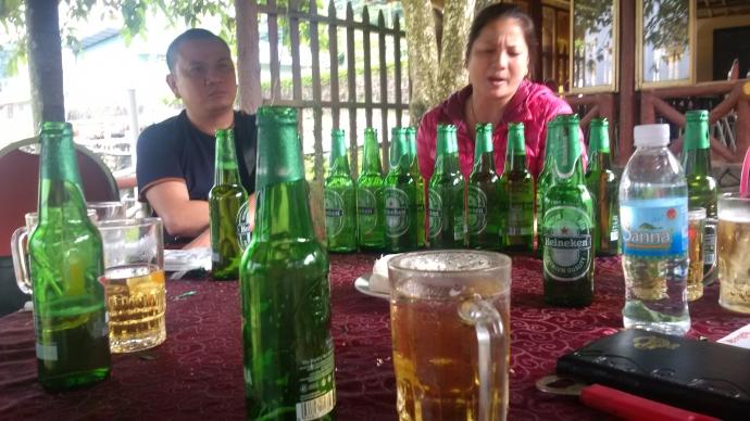 Gia Lai: Nhà hàng cho khách uống bia hết hạn 1,5 tháng