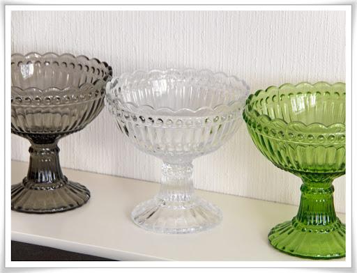 Tre stora glasskålar