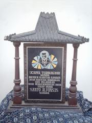 Monumen Umat Stasi Nandan pamitan pindah dari Kapel Bruder Karitas Nandan ke Gereja St. Alfonsus
