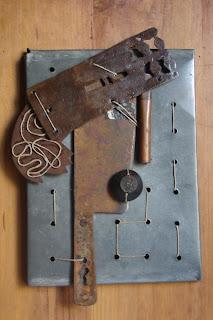 Assemblage de hierro, metal, papel y cordel - ImaPerezAlbert